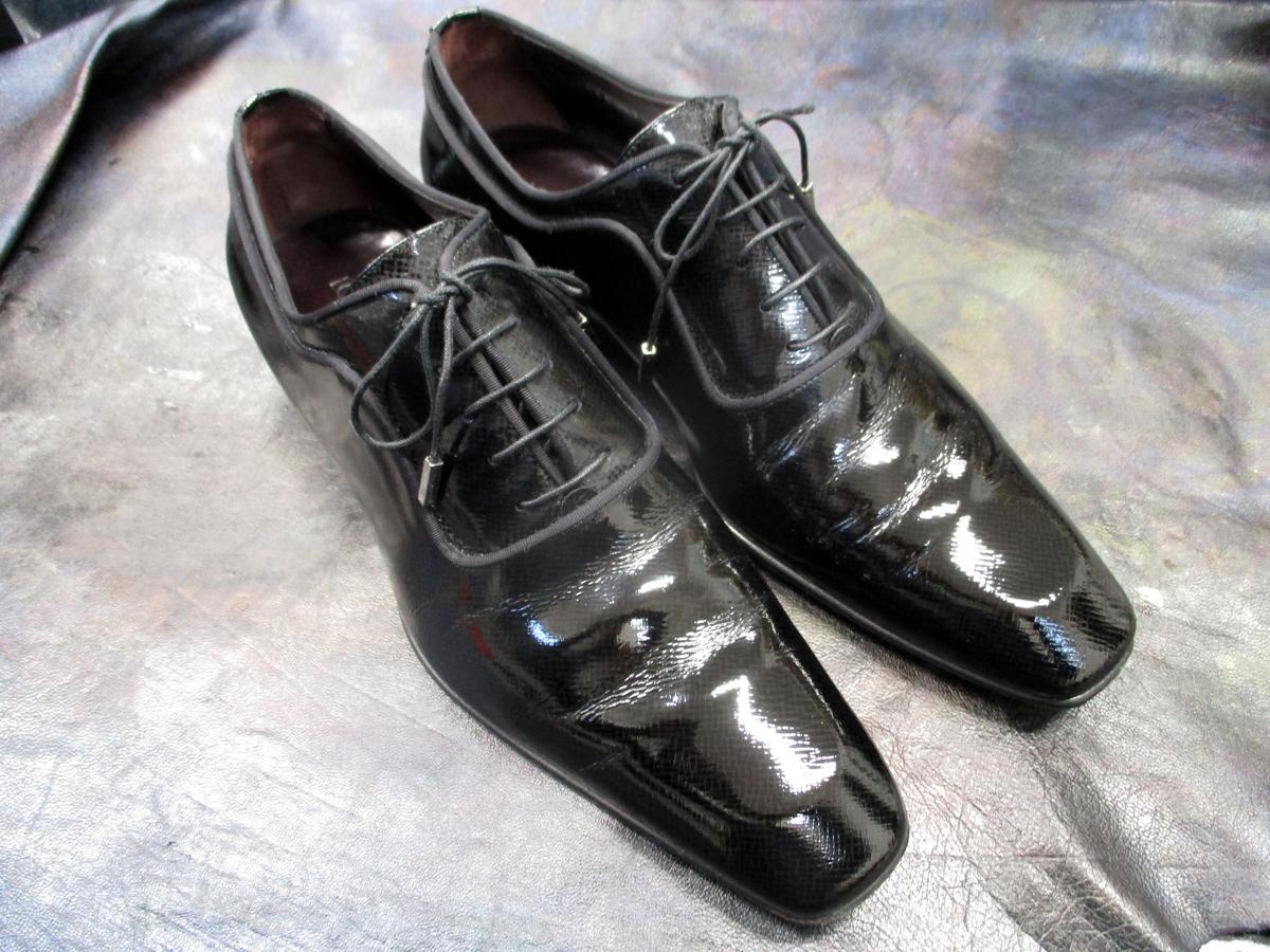 エナメルの靴後
