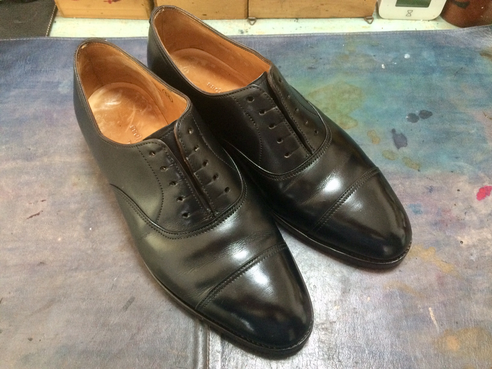 ジョンロブ 靴 染め替え
