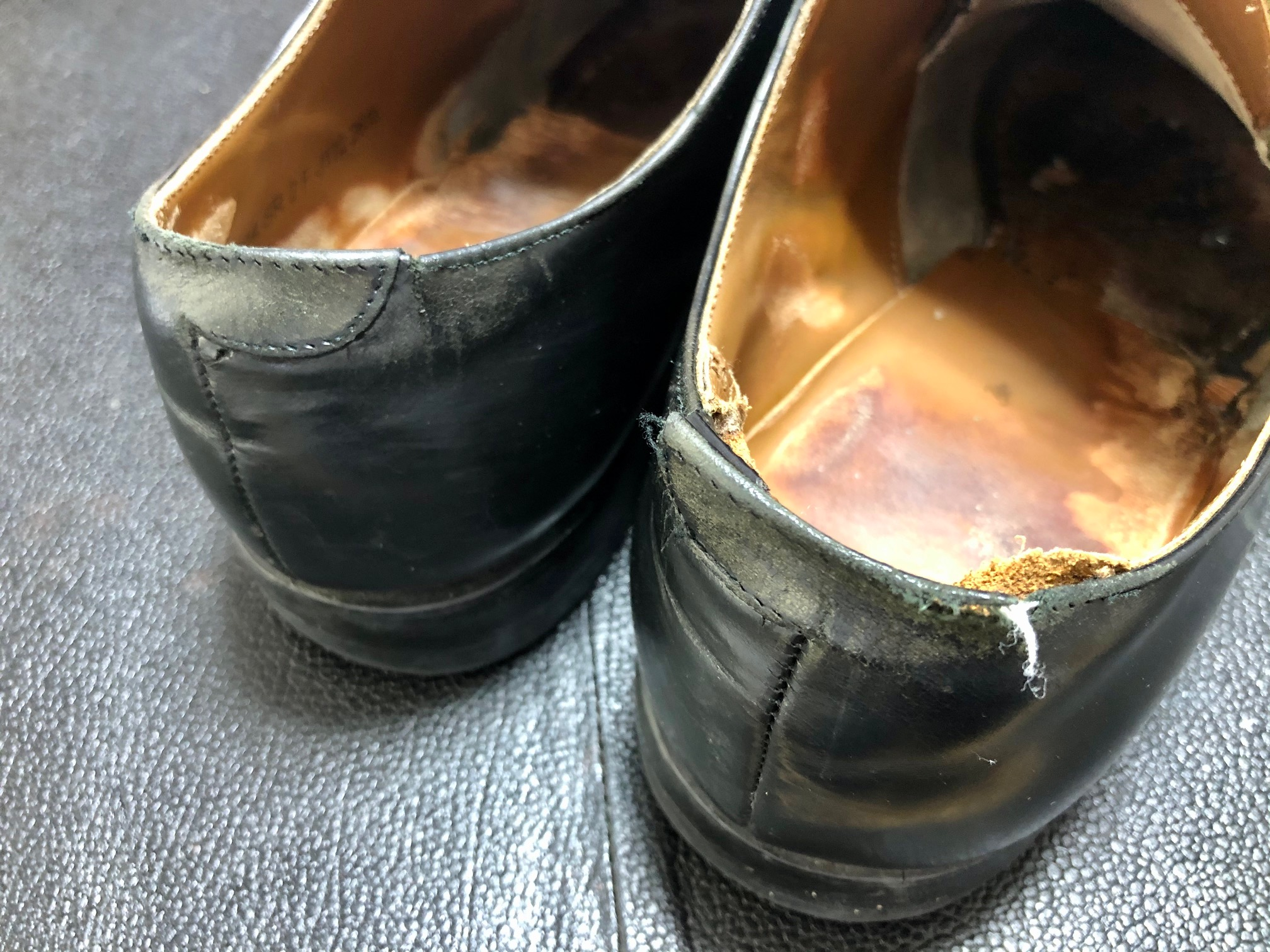 靴 かかと内側 破れ 修理