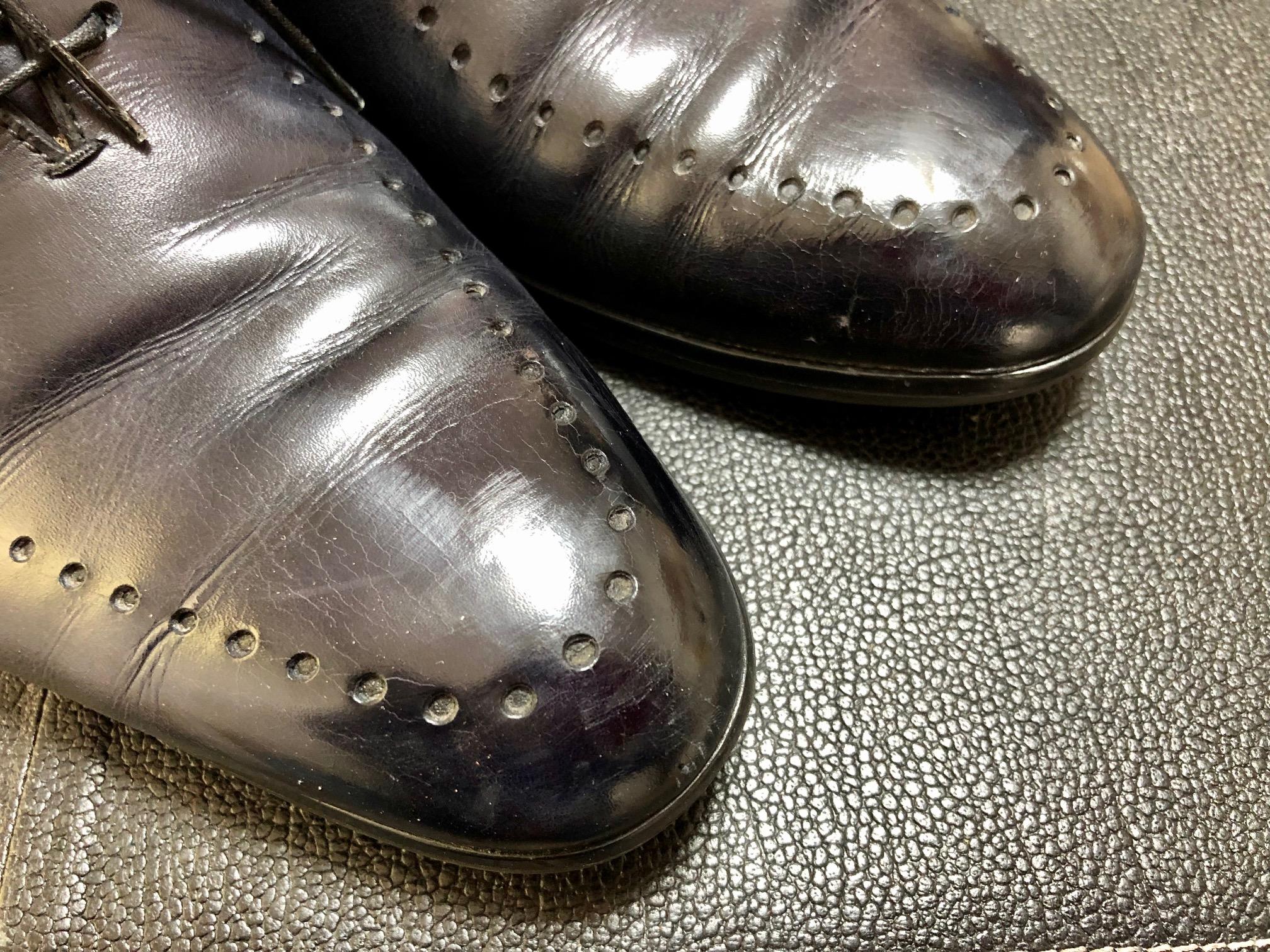 ベルルッテイ 靴 ハイシャイン 鏡面磨き
