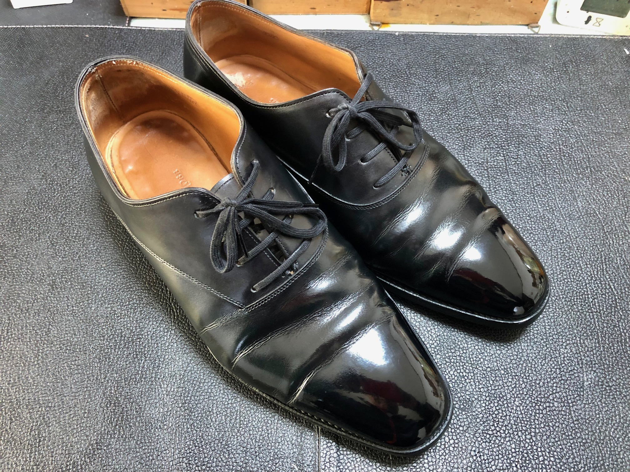 ジョンロブ 靴磨き 鏡面磨き ハイシャイン